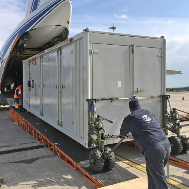Volga-Dnepr_Airlines_winglift_loading_04